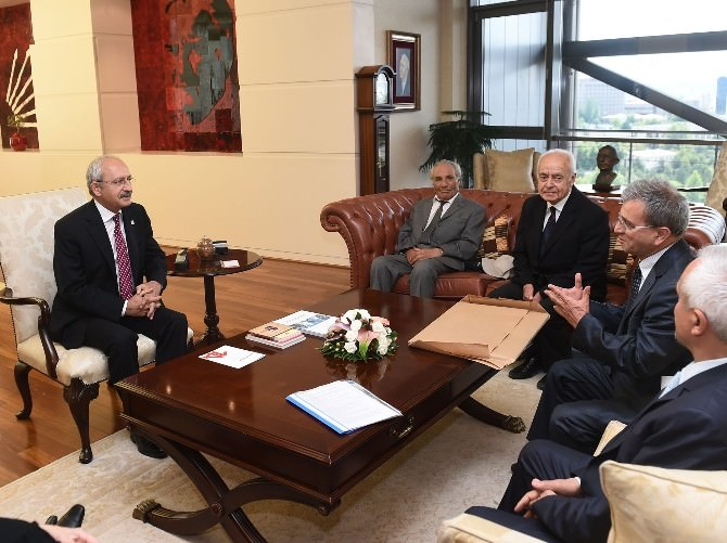 Kılıçdaroğlu, Türkiye Emekli Öğretmenler Derneği Üyelerini Kabul Etti