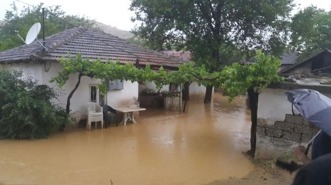 Yağmurlar Dere Yatağını Taşırdı