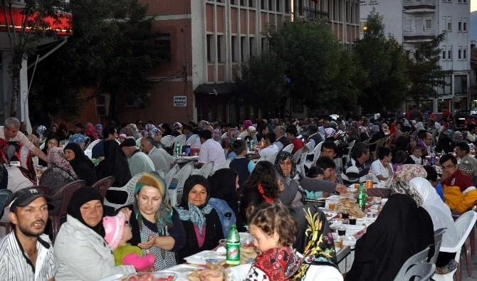 Emet'te 3 Bin Kişi Belediyenin İftarında Buluştu