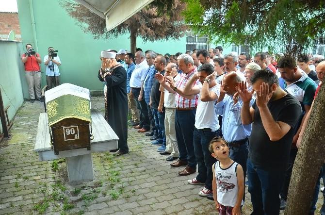 Plajda Ölü Bulunan Gençlerin Cenazesi Defnedildi