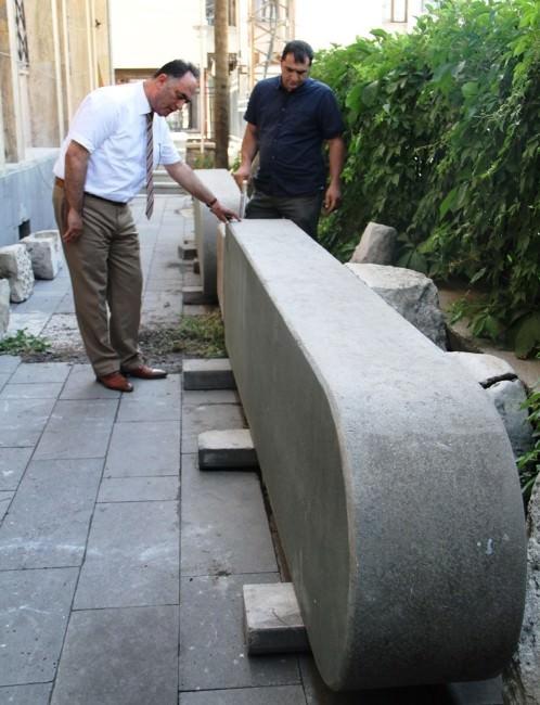 Bin 815 Yıllık Tanrı Haldi Kapıları Van Müzesi'ne Getirildi