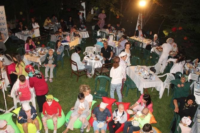 Lösante'nin Geleneksel İftar Yemeğinde Aileler Bir Araya Geldi