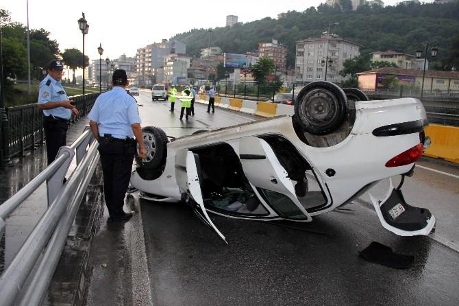 Hastaneye Giderken Kaza Geçirdiler: 3 Yaralı