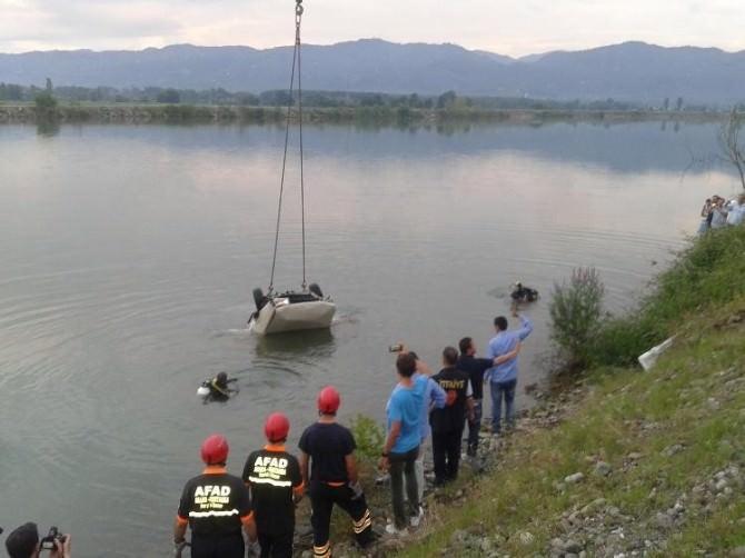 Kızına Şoförlük Öğretirken Baraj Gölüne Uçtular: 2 Ölü