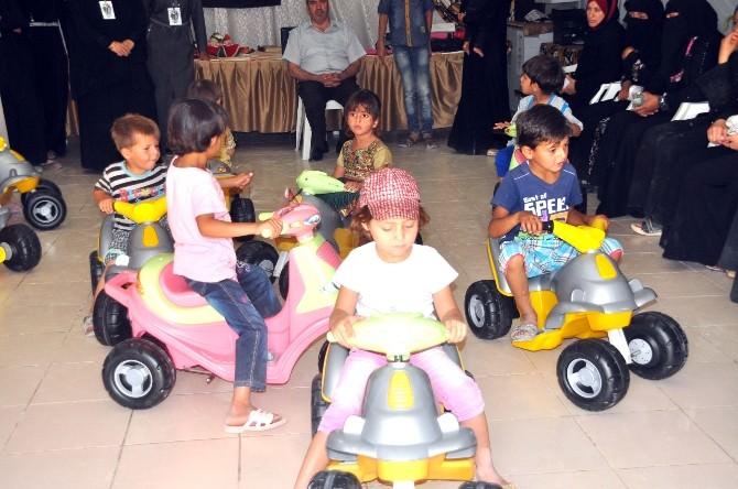 Çadır Kentteki Engelli Miniklere Şarzlı Oyuncak Dağıtıldı