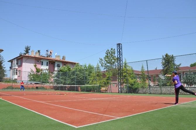 Yaz Spor Okullarında Gençlerin Gözdesi Tenis