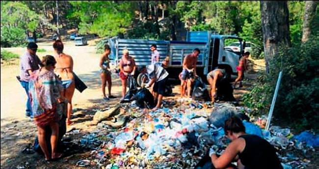 Biz kirlettik çöpleri turistlere toplattık