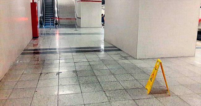 Metroyu su bastı