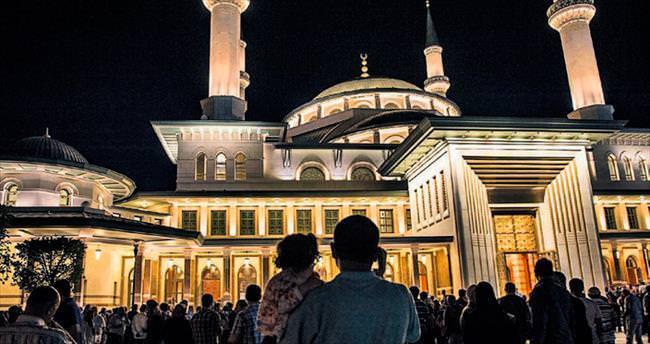 Millet Camisi'nde teravih coşkusu