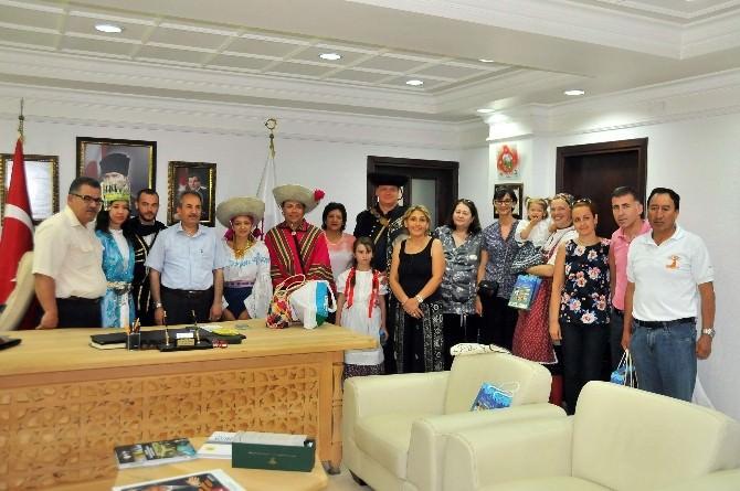 Dans Ve Halk Oyunları Ekiplerinden Başkan Akkaya'ya Ziyaret
