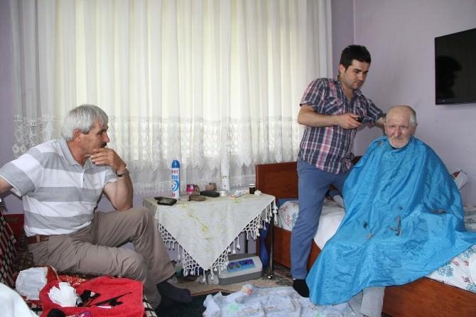 Akyazı Belediyesi'nden Bayram Öncesi Yaşlılara Berber Hizmeti