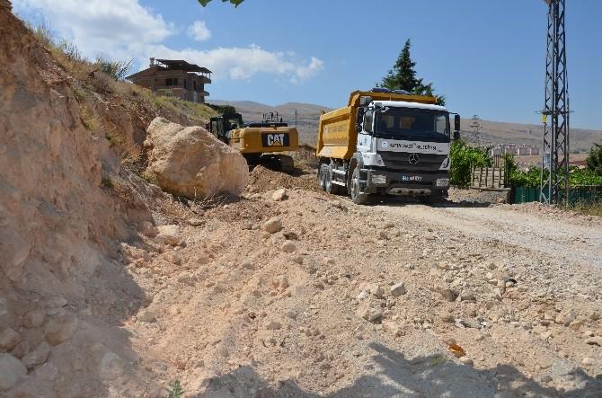 Hilaltepe'de Taş Duvar Ve Drenaj Çalışması Başladı