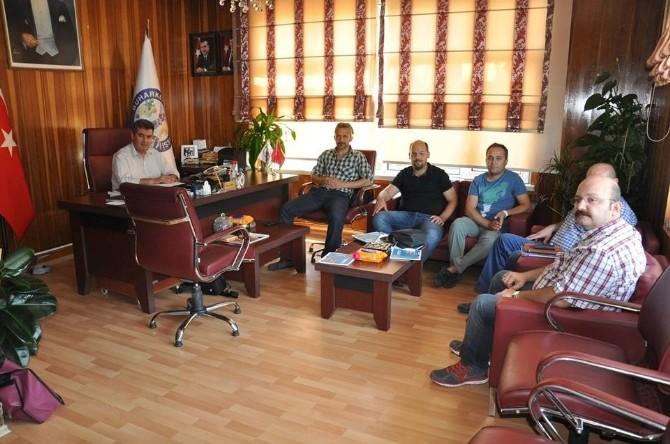 Buharkent'te Yüksek Okul Akademisyenleri Başkan Erol'u Ziyaret Etti