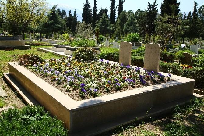 Bayram Öncesi Mezarlıkları Temizlendi