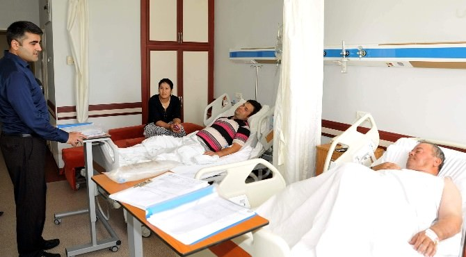 ADÜ Hastanesinde Yatan Hastalara Moral Ziyareti