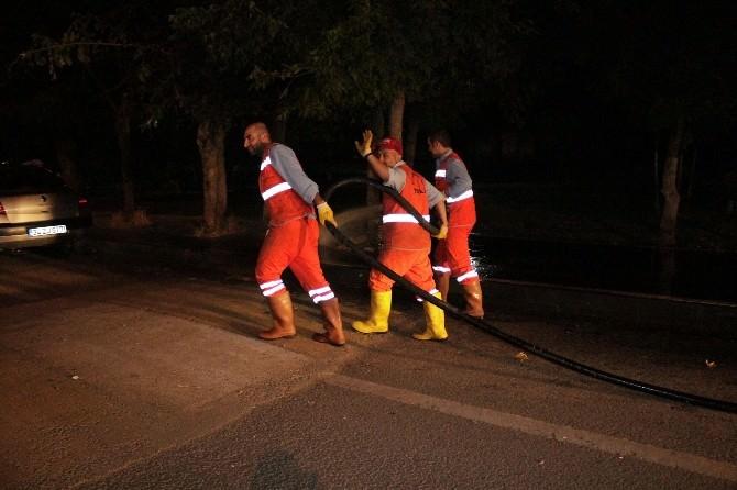 Diyarbakır'ın Caddeleri Köpüklü Suyla Yıkanıyor