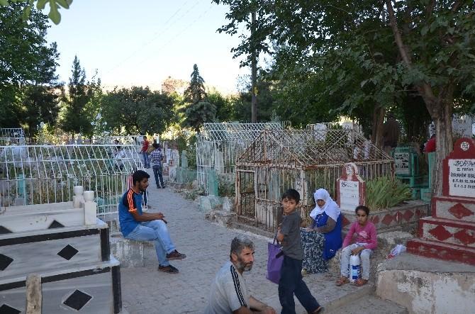 Silvan'da Mezarlıkların Temizlenmemesine Tepki