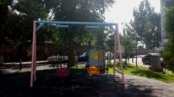 Efeler'de Parklar Renkleniyor