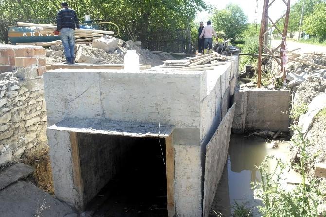 Köprü, Menfez Ve Taş Duvar Çalışmaları Devam Ediyor