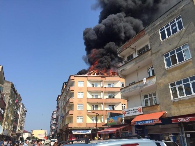 Çatı Yangını Paniğe Yol Açtı