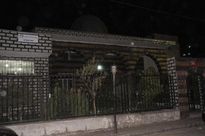 Cizre'de Cami Avlusuna Bırakılan Şüpheli Poşet Fünye İle Patlatıldı