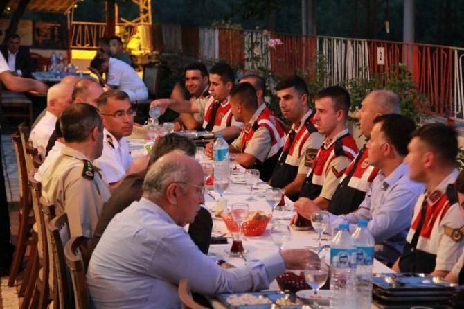 Vali Azizoğlu Askerlerle İftarda Buluştu