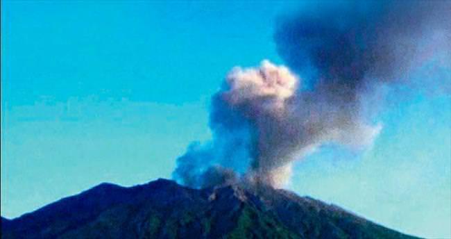Volkanik patlama yaşamı durdurdu