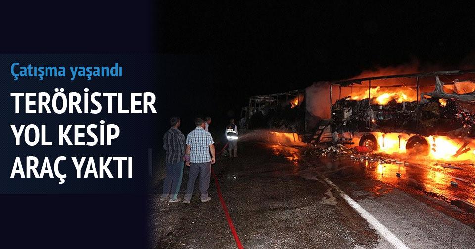 Ağrı'da teröristler yol kesip araç yaktı