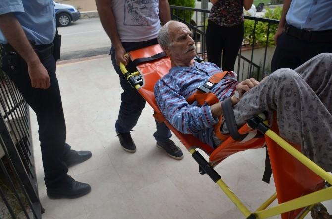 76 Yaşındaki Yaşlı Adam Mutfakta Kendi Kendini Bıçakladı