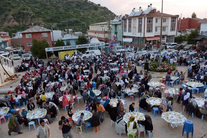 Başkan Akyürek İftar Programlarını Derbent'te Tamamladı