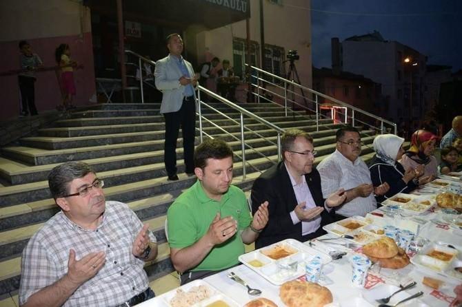 İstiklal Mahallesi Sakinleri İftar Sofrasında Bir Araya Geldi