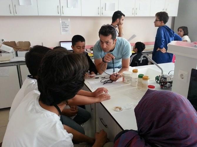 Niğde'de Öğrencilerden Robotlarla Ve Sensörlerle Fen Deneyleri Yaptılar