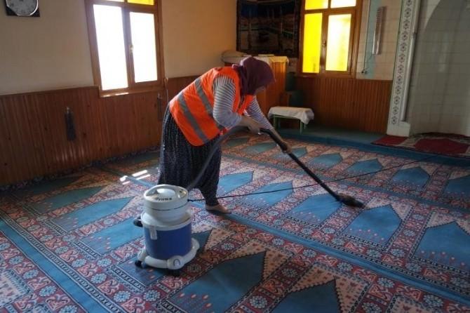 Sarıcakaya'daki Camilere Bayram Temizliği