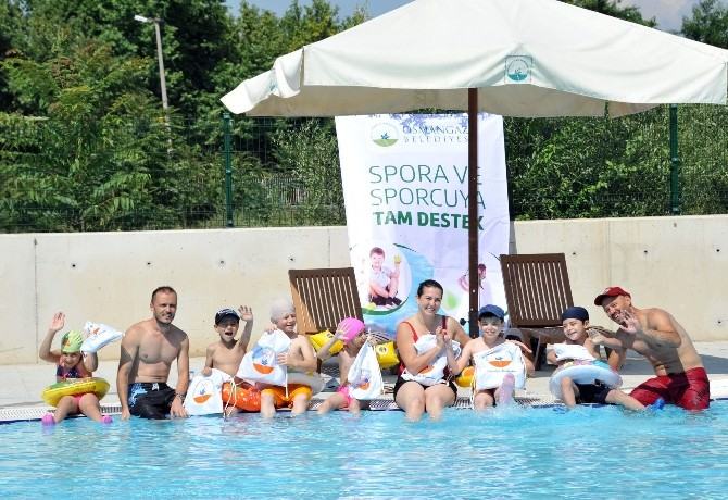 Spastik Engelli Çocukların Havuz Keyfi