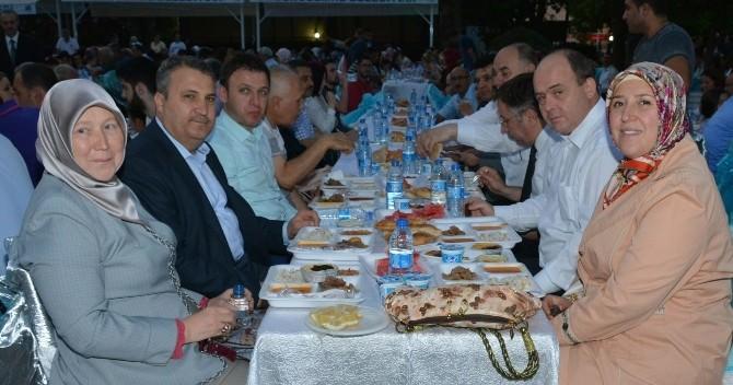 Yunusemre Belediyesi İftar Sofrasında Buluştu