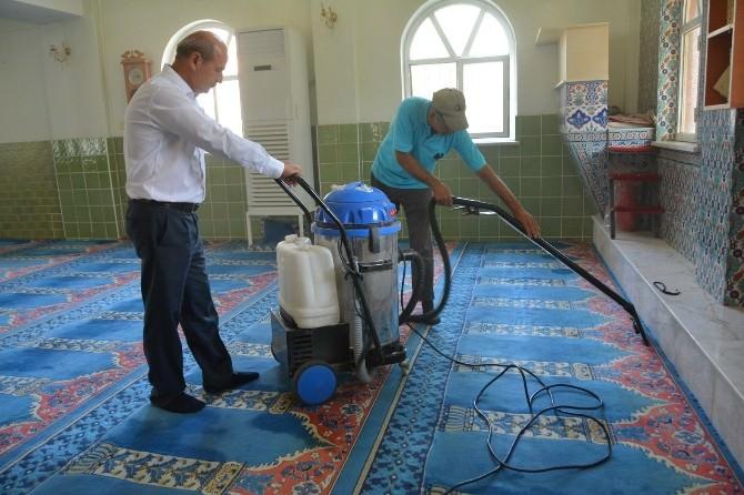 Yunusemre Belediyesi'nden Camilerde Temizlik Çalışması