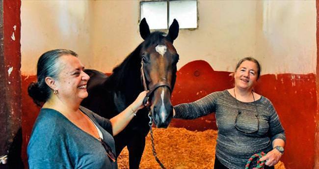 Kadınlar da atlara fısıldar