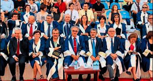 Genç mühendislere mezuniyet töreni