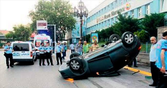 Direğe çarpan araç takla attı: İki yaralı
