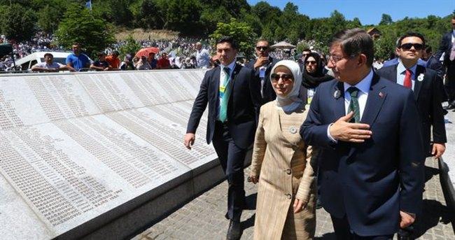 Davutoğlu 3 şehit ailesinin evini ziyaret etti