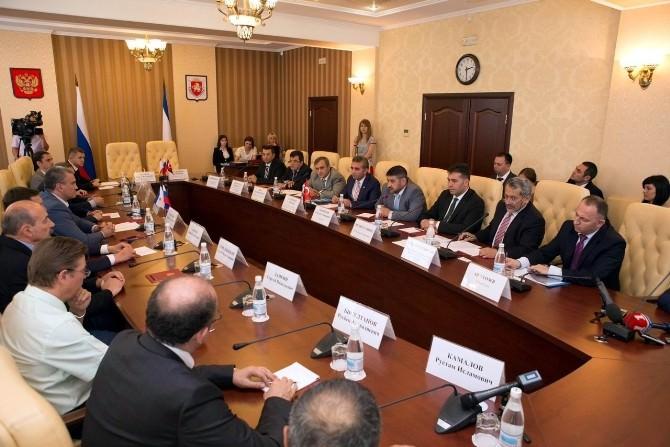 Kırım Başbakanı'ndan Kosb Başkanı Nursaçan'a Jest