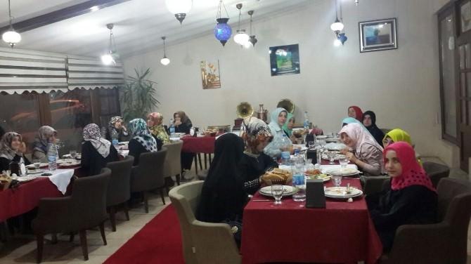 Büyükşehir'den Kız Kur'an Kursu Öğrencilerine İftar Yemeği
