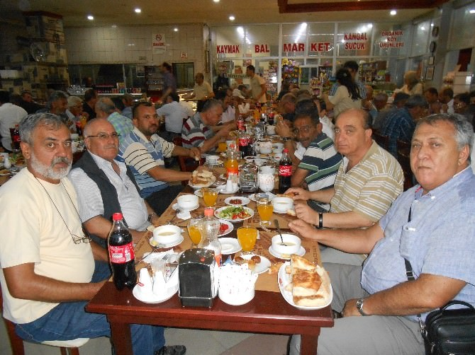 Demirel, Sivrihisar'da MHP'lilerle Buluştu