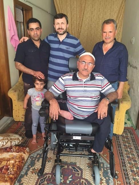 Suriyeli Engelli Esnafa Bursalı İşadamından Akülü Sandalye