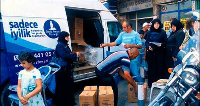 İzmir'deki Suriyelilere Deniz Feneri'nden erzak desteği