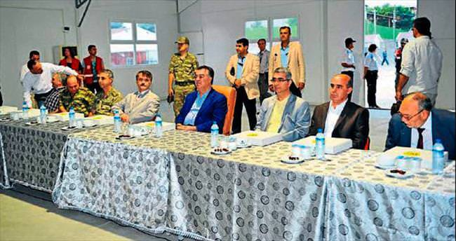 Vali Kerem orucunu Suriyelilerle birlikte açtı