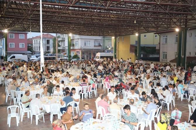 Adapazarı Belediyesi 5'inci Halk İftarını Şeker Mahallesinde Verdi