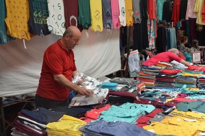 Mağazalar Ve Seyyar Satıcılar Pazar Esnafının İşlerini Bozdu
