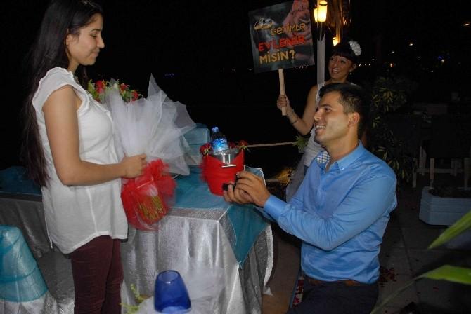 Fethiye'de Havai Fişekli Evlenme Teklifi