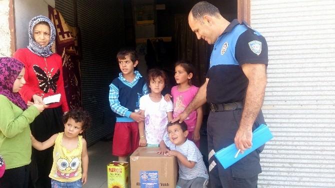 Polis, Dar Gelirlilere 200 Gıda Paketi Dağıttı